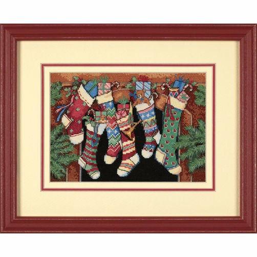 8800 Набор для вышивки крестом «Чулочки приготовлены..» • «The Stockings Were Hung…» DIMENSIONS Gold Collection Petites