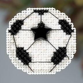 """Набор для вышивания """"Soccer Ball • Футбольный мяч"""" Mill Hill MH183201"""