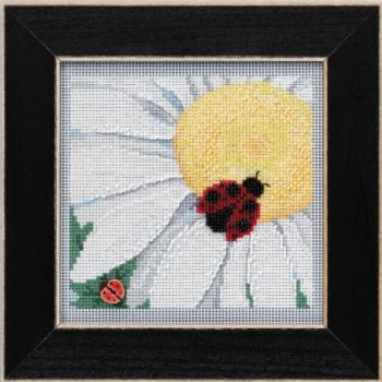 """Набор для вышивания """"Ladybug on Daisy • Божья коровка на ромашке"""" Mill Hill"""